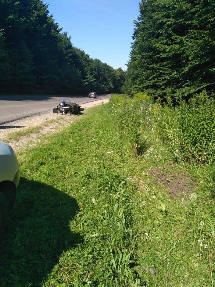 Таємнича ДТП на Тернопільщині: на автодорозі виявлено побитий мотоцикл (ФОТО), фото-4