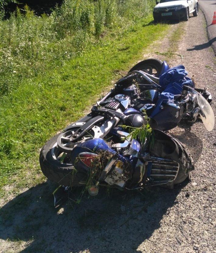 Таємнича ДТП на Тернопільщині: на автодорозі виявлено побитий мотоцикл (ФОТО), фото-1