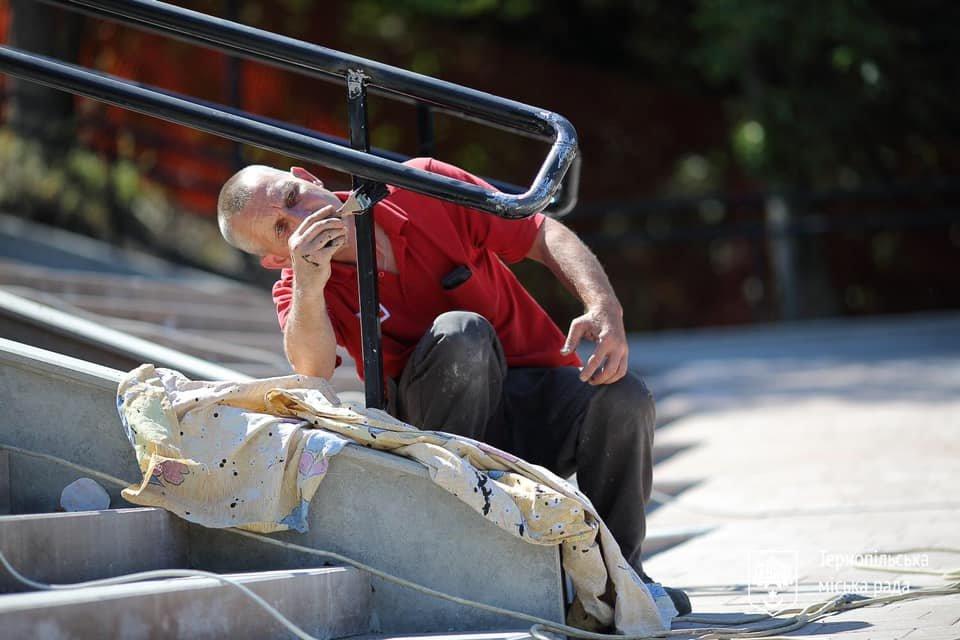 """Біля літака на """"Східному"""" в Тернополі відремонтували сходи (ФОТО), фото-4"""