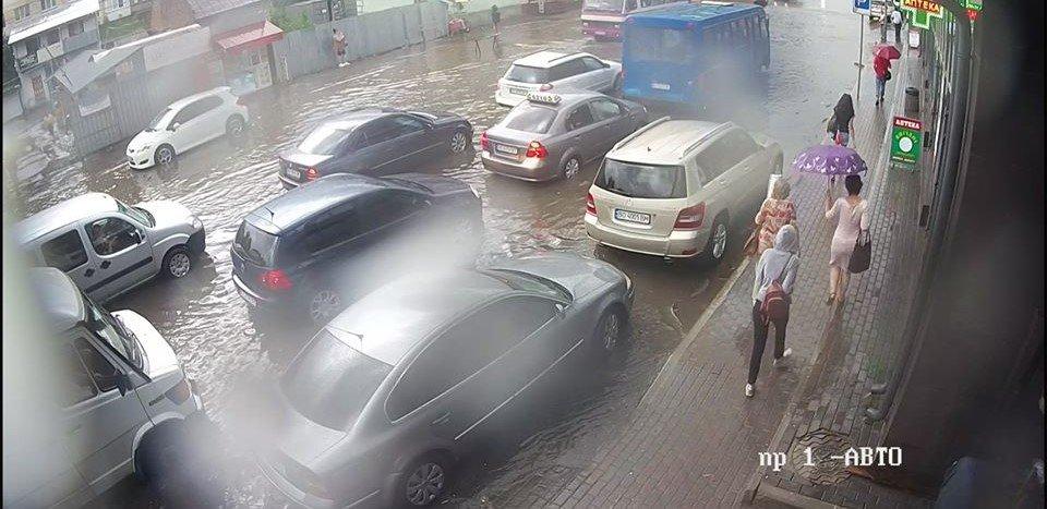 """""""Вкотре затопило"""": з'явилися знімки і відео наслідків сильної грози у Тернополі (ФОТО+ВІДЕО), фото-2"""
