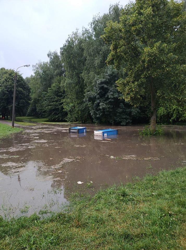 """""""Ніколи ніхто не чистив"""": в Тернополі після зливи """"попливли"""" біотуалети (ФОТО+ВІДЕО), фото-1"""