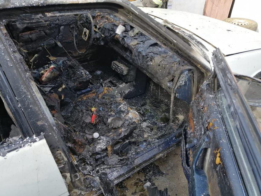 Гралася сірниками: трирічна дитина ледь не згоріла в авто (ФОТО), фото-1