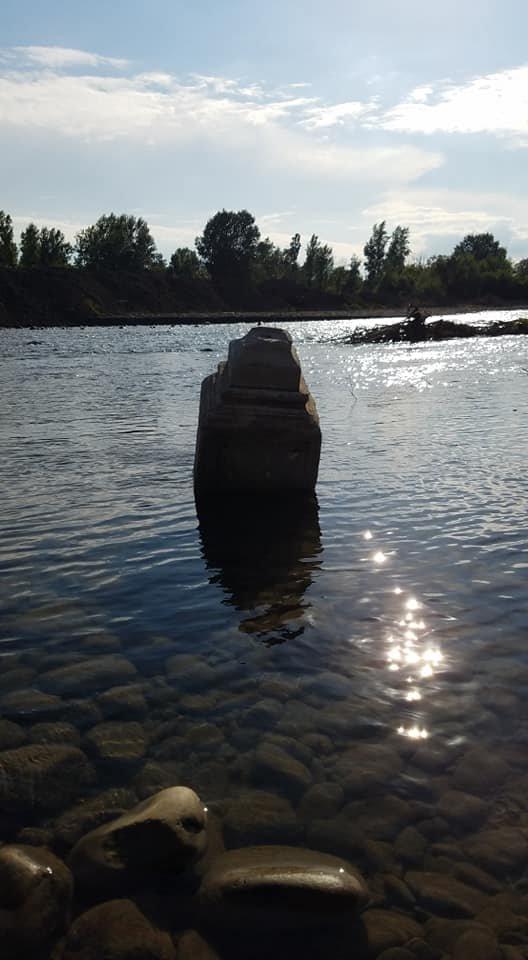 """""""Як тепер там купатися?"""": в Західній Україні у ріці """"плив"""" могильний камінь (ФОТОФАКТ), фото-2"""