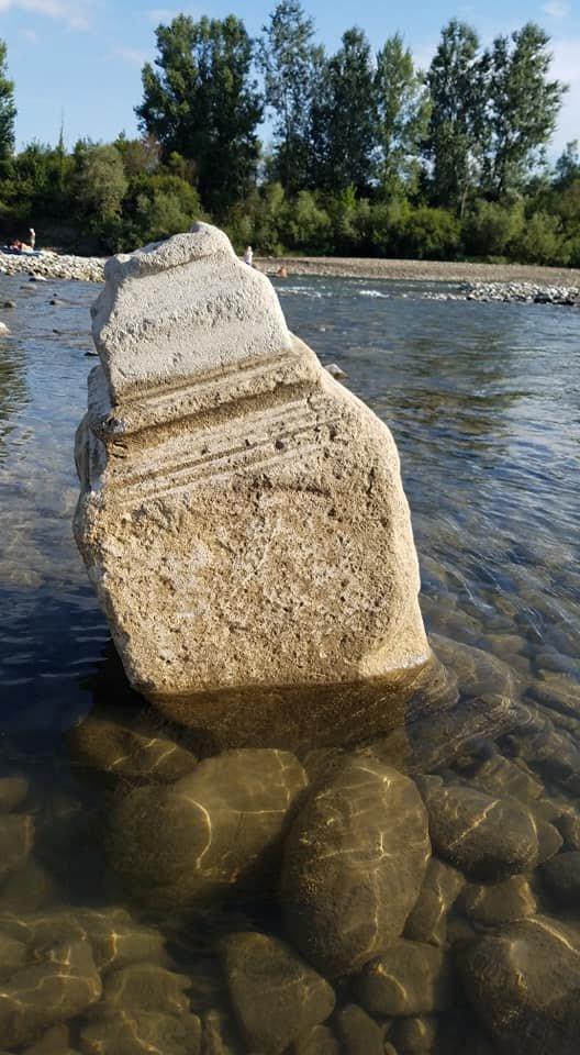 """""""Як тепер там купатися?"""": в Західній Україні у ріці """"плив"""" могильний камінь (ФОТОФАКТ), фото-3"""