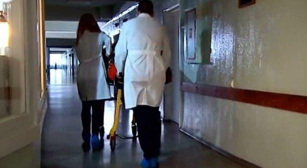 """""""Всередині голови все було побите"""": лікарі розповіли про смерть 10-місячної дівчинки, яка випала з балкона, фото-1"""
