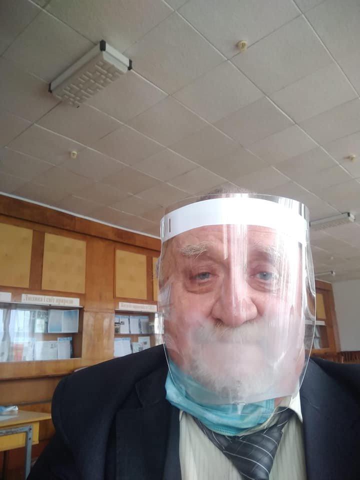 """""""Коронавірус у школах"""": у мережі з'явилася фотографія захисного костюму для вчителів (ФОТОФАКТ), фото-1"""
