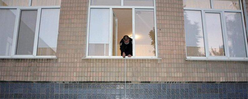 """""""Головою об асфальт"""": 2-річний малюк упав із вікна дитсадка (ФОТО), фото-1"""