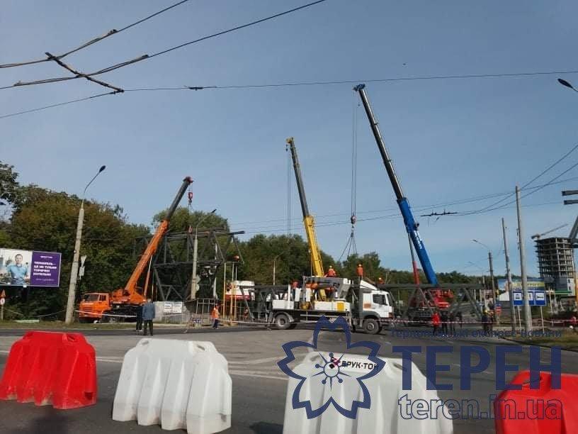В Тернополі сьогодні монтують надземний перехід (ФОТО) , фото-1