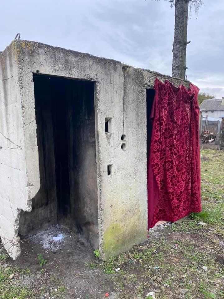 """""""Ліворуч - чоловічий"""": туалет виборчої дільниці в селі на Тернопільщині шокував мережу (ФОТО), фото-1"""