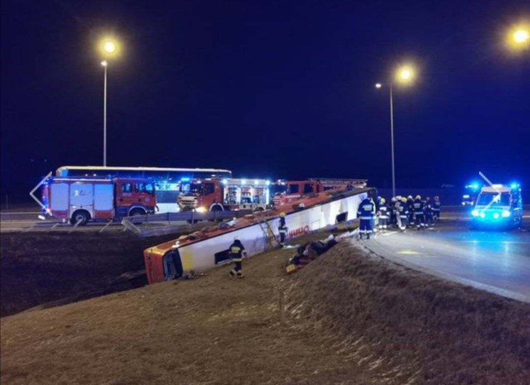 Рейсовий автобус, який курсує через Тернопіль, потрапив у ДТП в Польщі: загинули 6 українців (ФОТО), фото-1