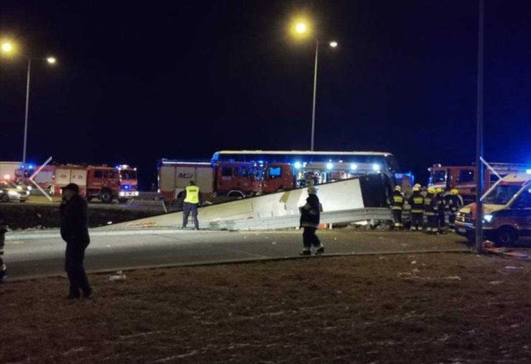 Рейсовий автобус, який курсує через Тернопіль, потрапив у ДТП в Польщі: загинули 6 українців (ФОТО), фото-2