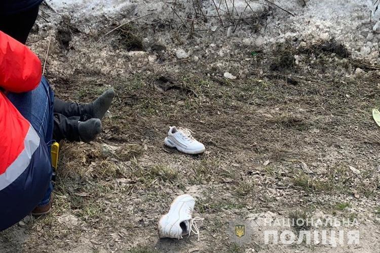 """Жінка загинула, дитина в лікарні: біля Тернополя водій """"Лексуса"""" збив бабусю з онуком (ФОТО 18+), фото-1"""