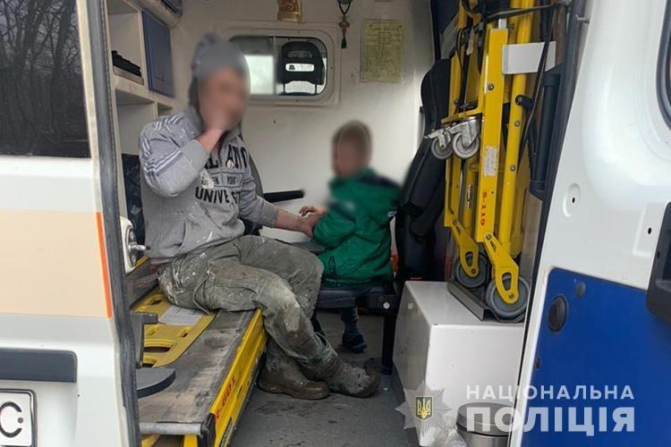 """Жінка загинула, дитина в лікарні: біля Тернополя водій """"Лексуса"""" збив бабусю з онуком (ФОТО 18+), фото-2"""