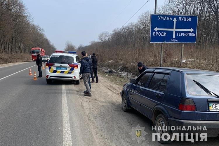 """Жінка загинула, дитина в лікарні: біля Тернополя водій """"Лексуса"""" збив бабусю з онуком (ФОТО 18+), фото-3"""