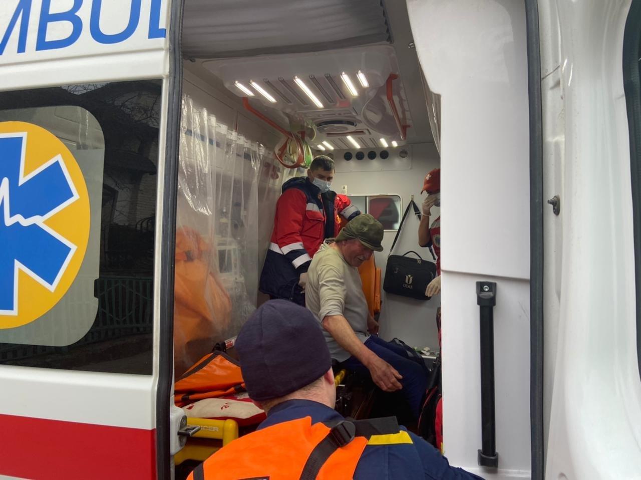 На Тернопільському озері під лід провалився чоловік: рятувальники терміново вирушили на порятунок (ФОТО), фото-1