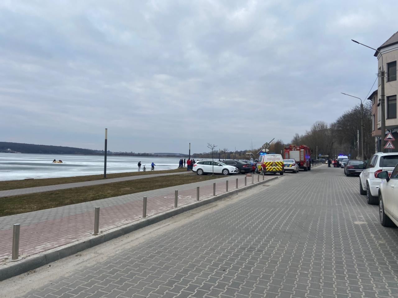 На Тернопільському озері під лід провалився чоловік: рятувальники терміново вирушили на порятунок (ФОТО), фото-6