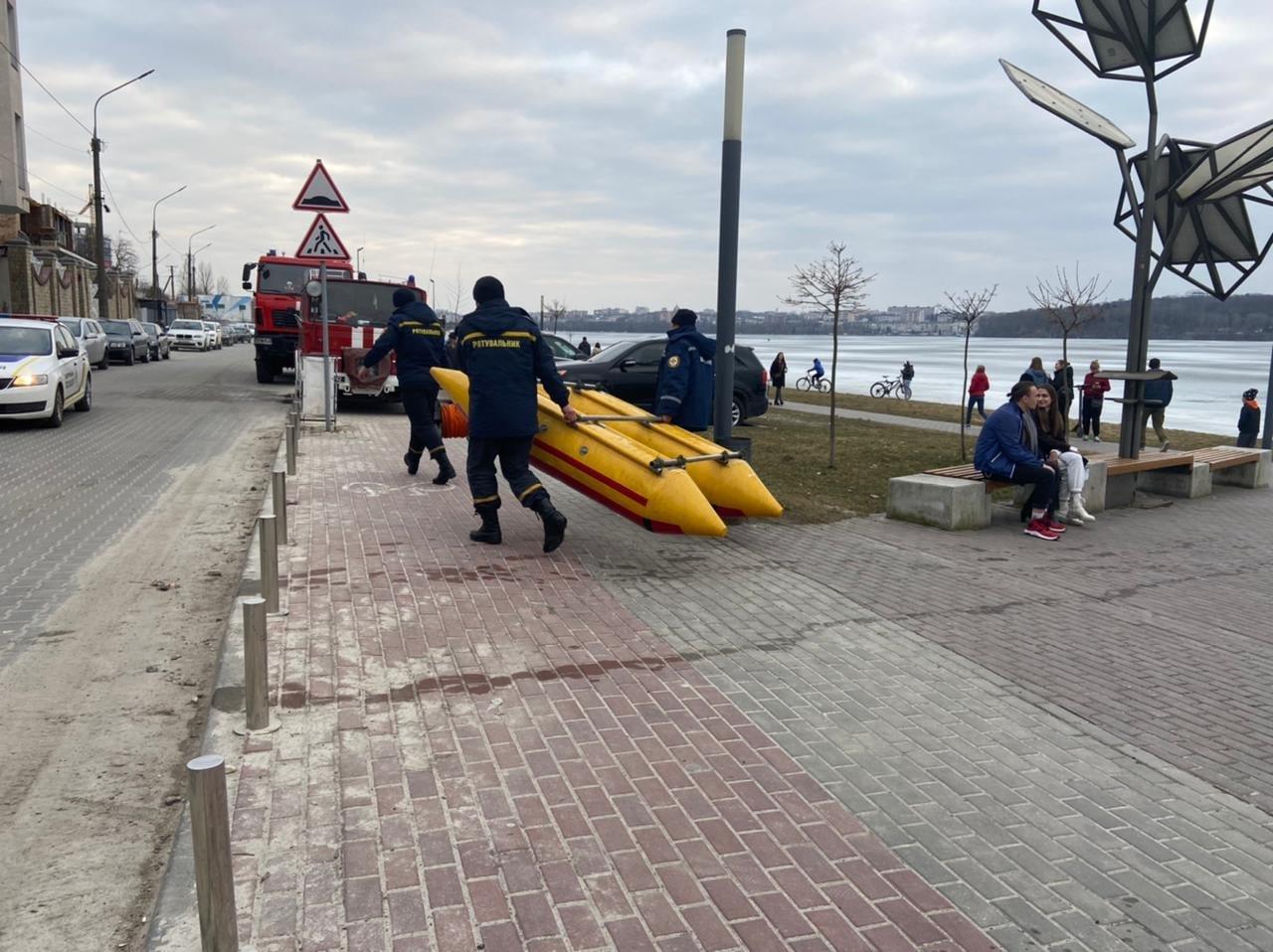 На Тернопільському озері під лід провалився чоловік: рятувальники терміново вирушили на порятунок (ФОТО), фото-5