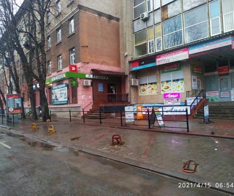 У центрі Тернополя демонтували незаконні паркувальні бар'єри (ФОТО), фото-3