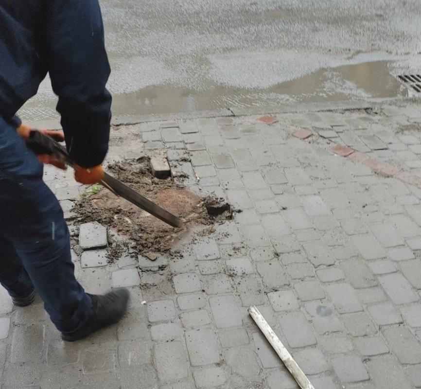 У центрі Тернополя демонтували незаконні паркувальні бар'єри (ФОТО), фото-1