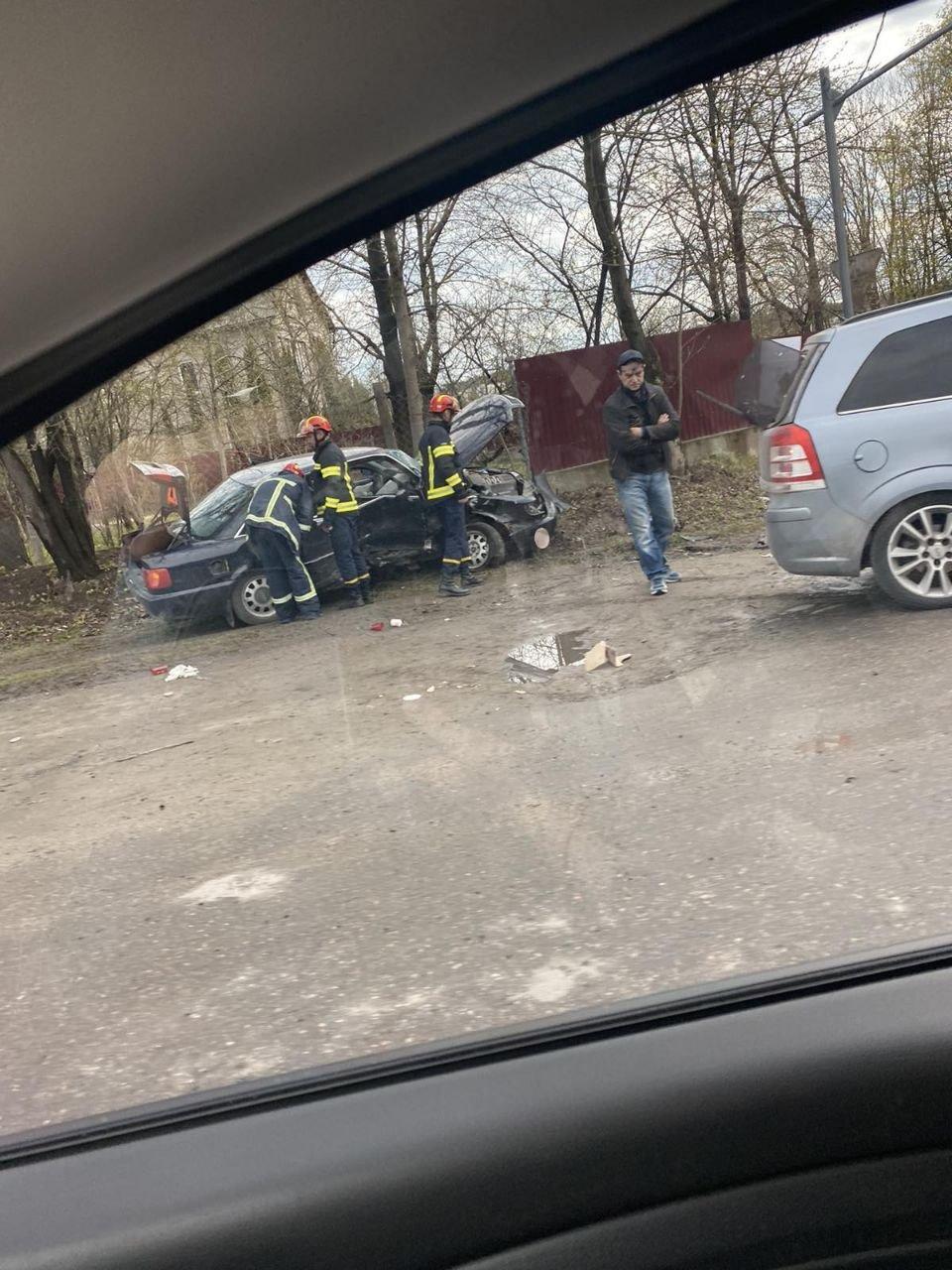 Два автомобілі розтрощено вщент: в Тернополі трапилася серйозна ДТП (ФОТО), фото-2