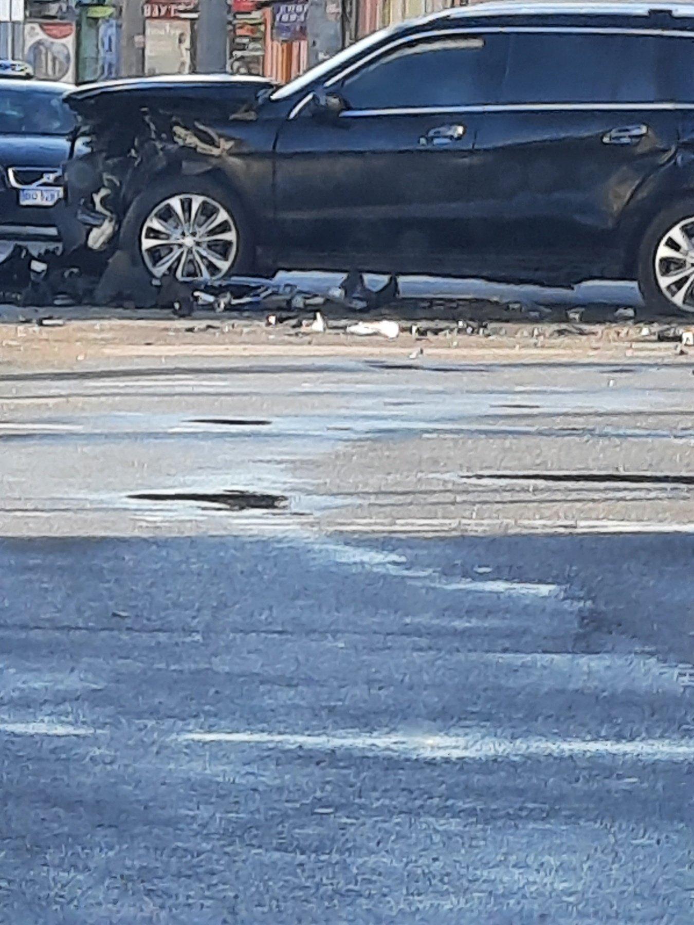 Жахлива ДТП у центрі Тернополя: колосальних ушкоджень зазнав Mercedes Benz GL (ФОТО), фото-2