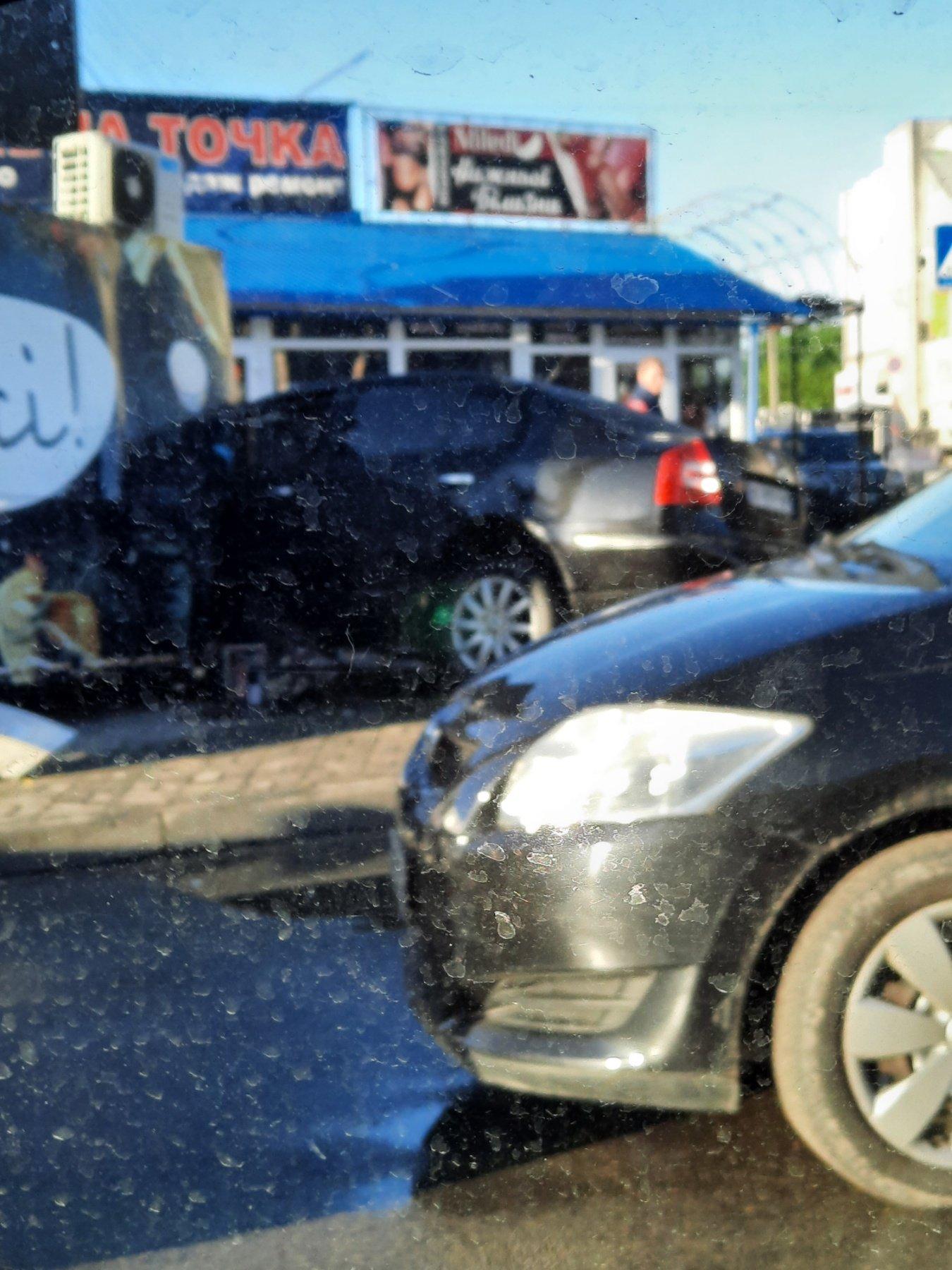 Жахлива ДТП у центрі Тернополя: колосальних ушкоджень зазнав Mercedes Benz GL (ФОТО), фото-4