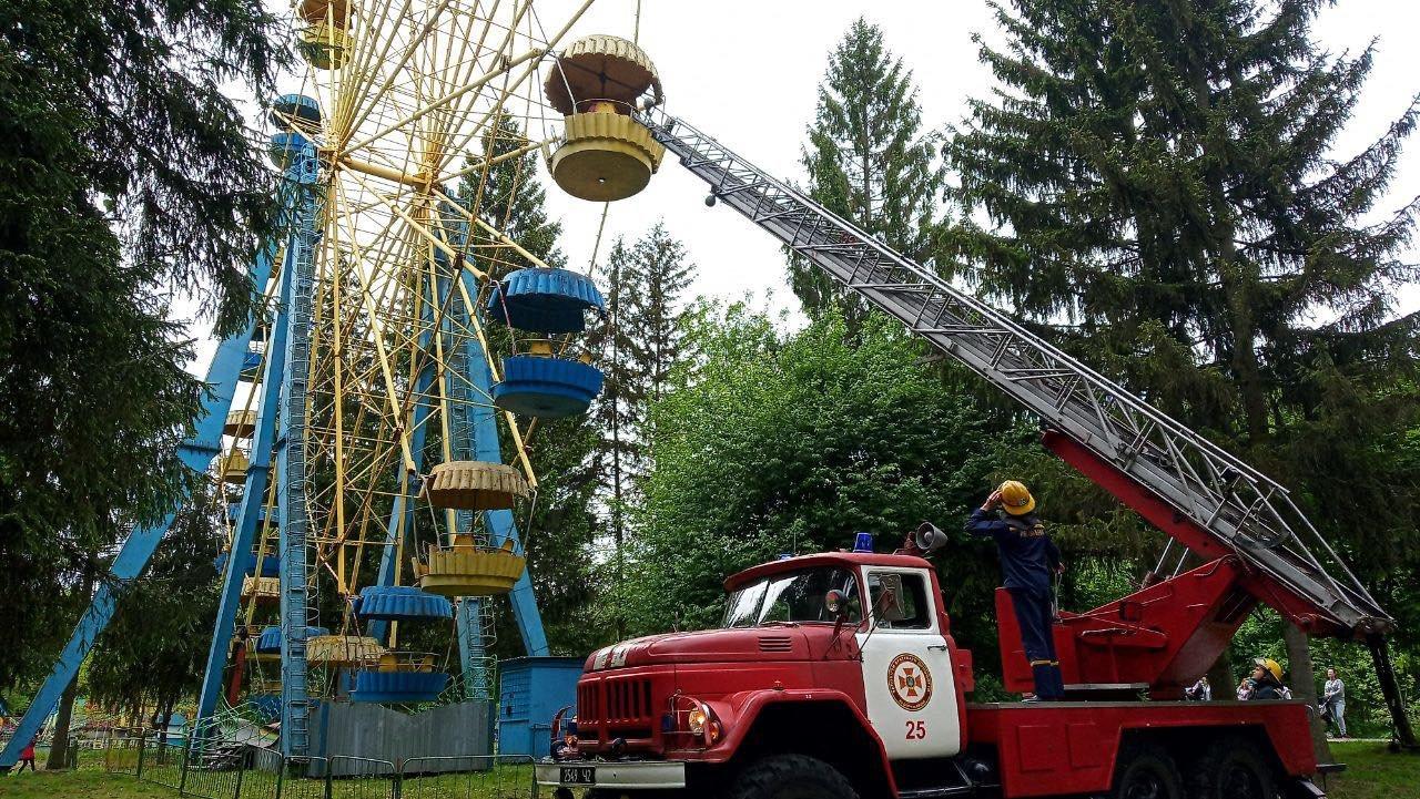 Чортова пастка: 12 людей стали заручниками небезпечного атракціону (ФОТО, ВІДЕО) , фото-1