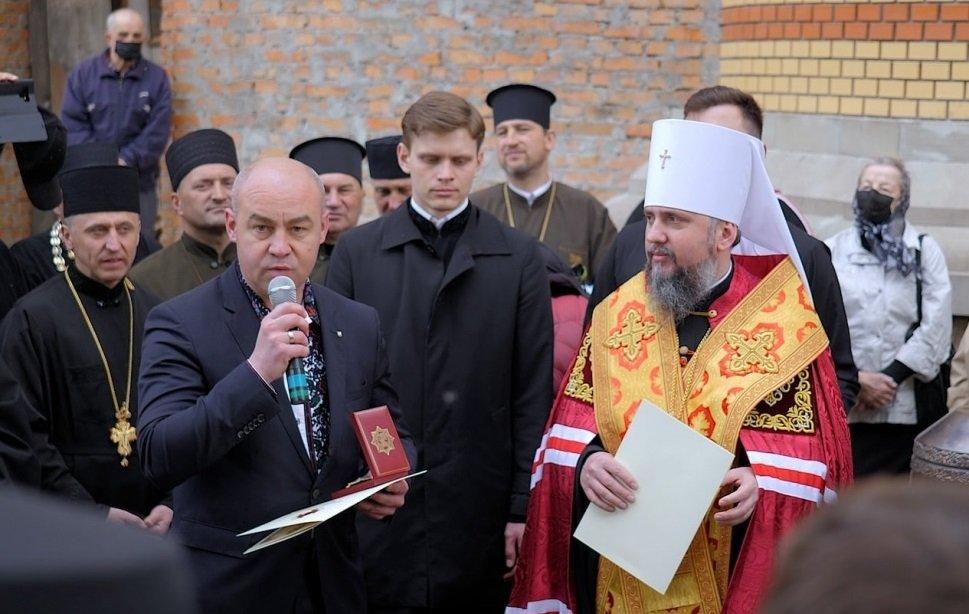 Митрополит Епіфаній нагородив міського голову Тернополя Сергія Надала орденом, фото-1