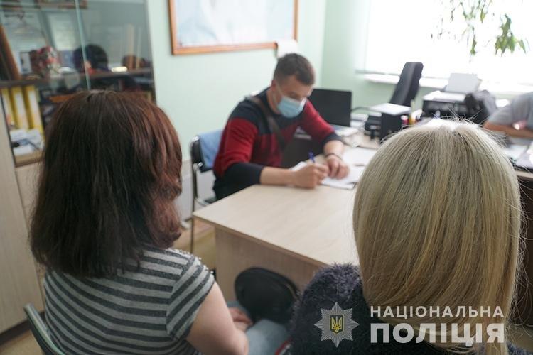Давала 500 доларів: у Тернополі повія намагалася підкупити поліцейського (ФОТО), фото-1
