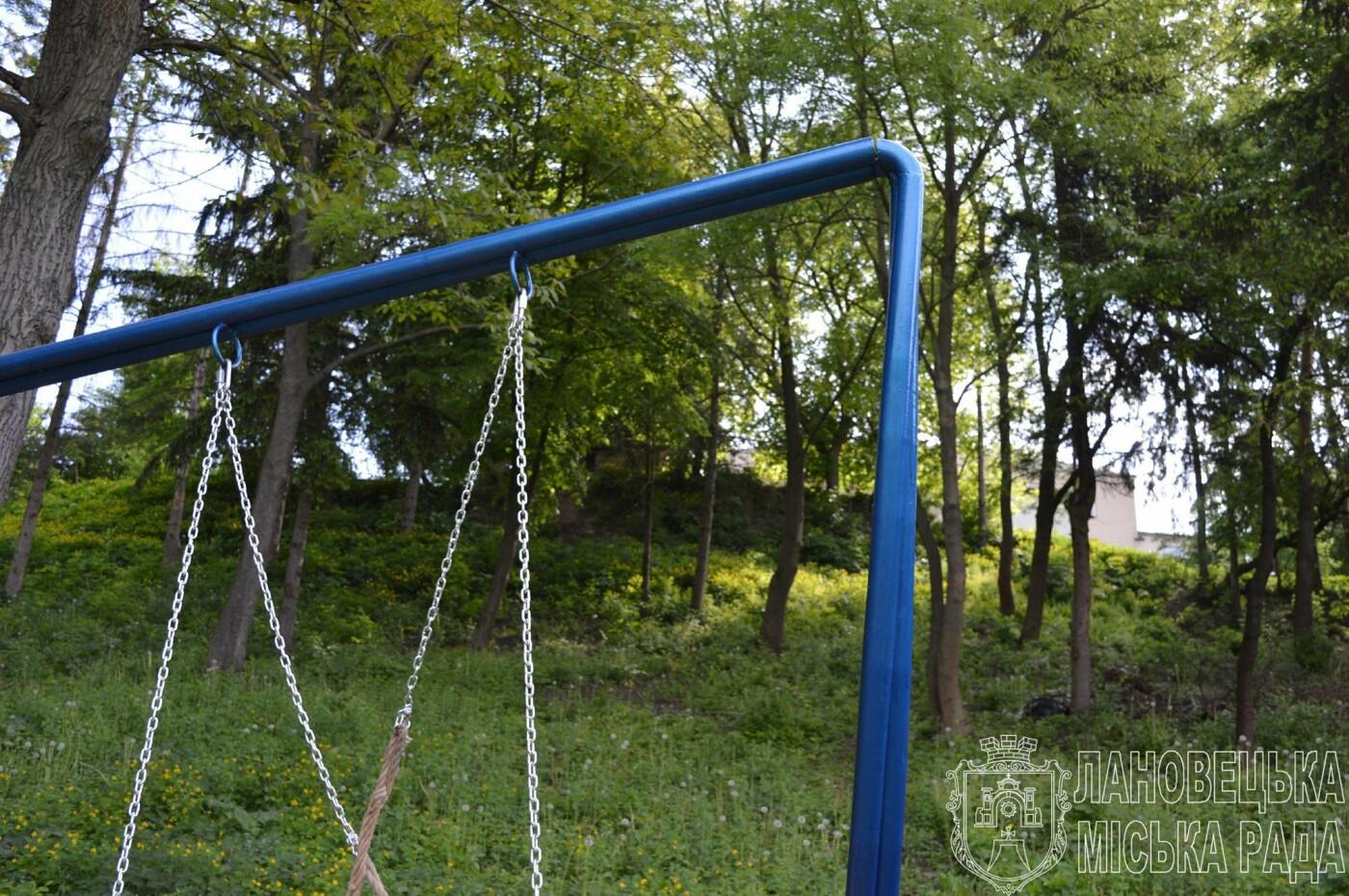 Гірше за монголо-татарів: на Тернопільщині потрощили нещодавно відкритий молодіжний майданчик (ФОТО), фото-3