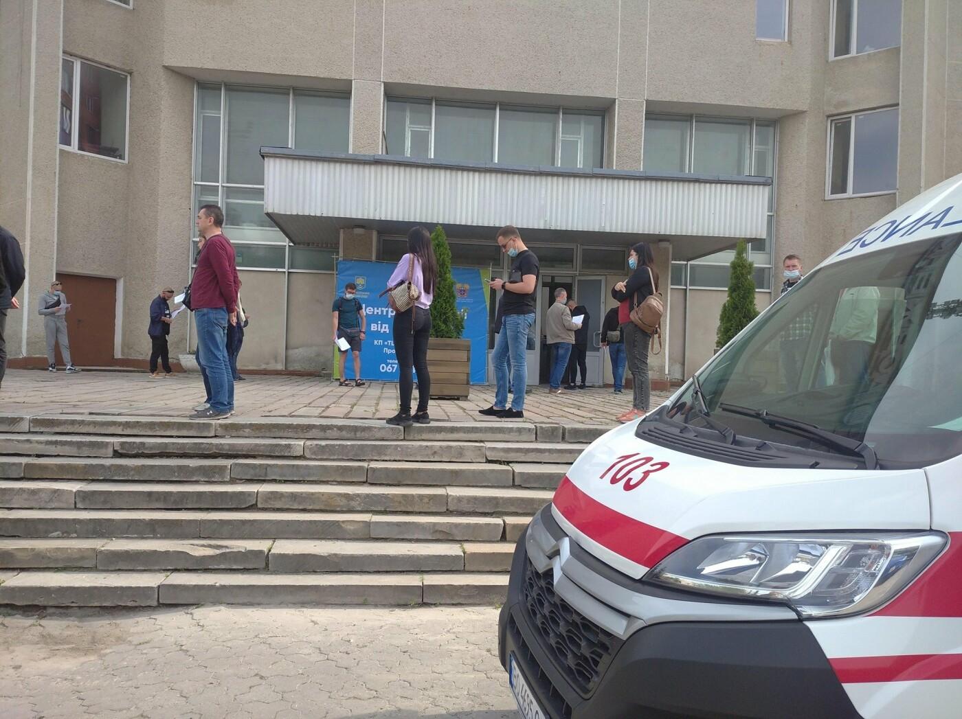 """""""Це початок"""": гігантська черга утворилася біля пункту вакцинації у Тернополі, що відбувається? (ФОТОФАКТ), фото-1"""