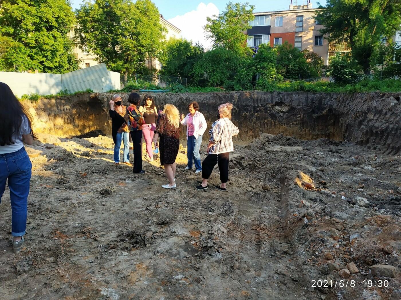 Моторошна знахідка: на будівельному майданчику у Тернополі викопали людські рештки (ФОТО), фото-4