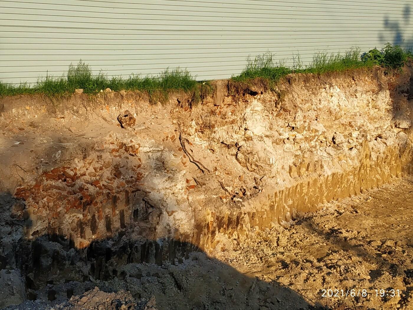 Моторошна знахідка: на будівельному майданчику у Тернополі викопали людські рештки (ФОТО), фото-5