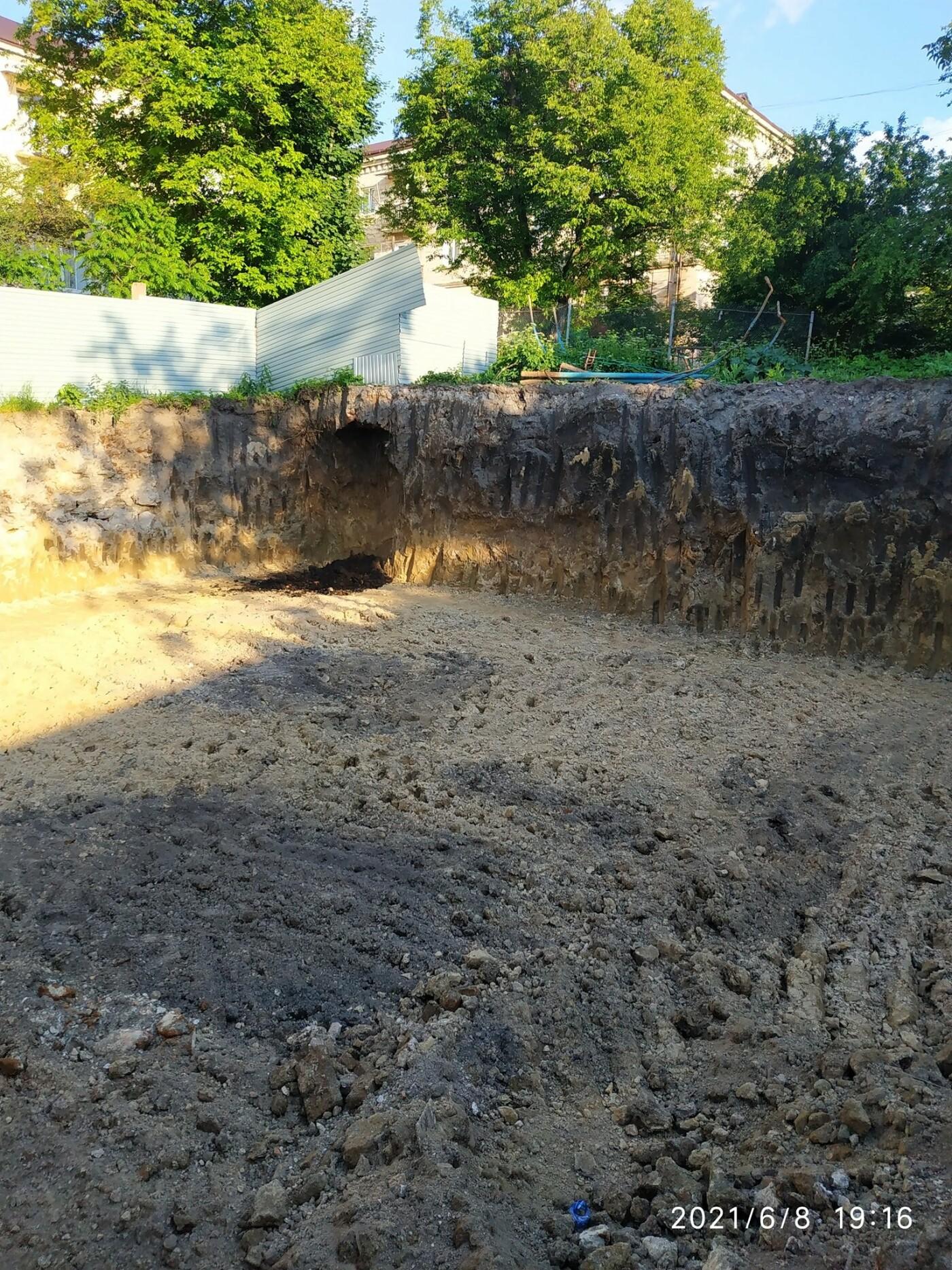 Моторошна знахідка: на будівельному майданчику у Тернополі викопали людські рештки (ФОТО), фото-8
