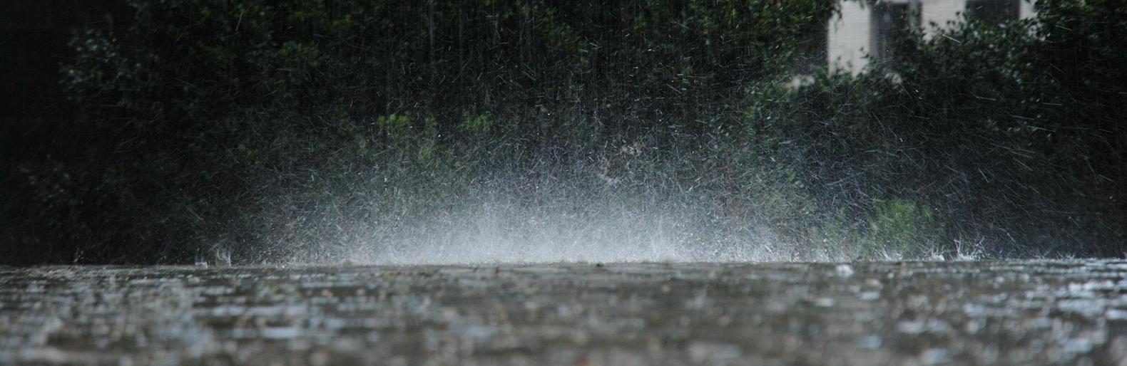 У середу та четвер на Прикарпатті очікуються грози та зливи