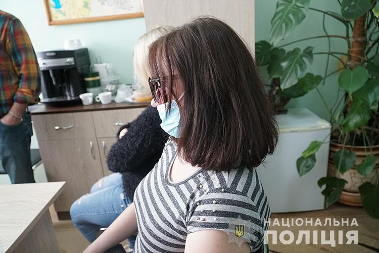 Давала 500 доларів: у Тернополі повія намагалася підкупити поліцейського (ФОТО)